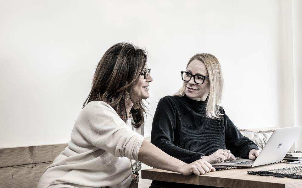 Annett Köberlein und Brigitte Landwehr von ...  INSIDE STORIES München  Homestaging